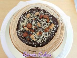 biscuit noisettes , ganache chocolat au lait et crème meringuée suisse au praliné
