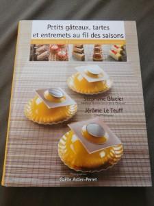 Livre de Stéphane Glacier Petits gâteaux, tartes et entremets au fil des saisons